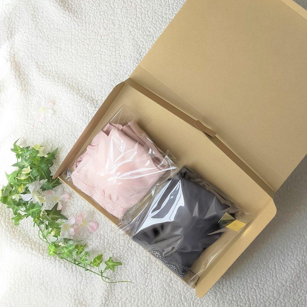 箱に入った下着の画像